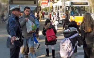 Sicurezza stradale fuori dalle scuole dei nostri figli